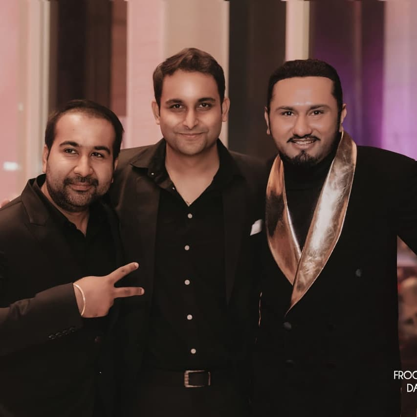 In middle his brother Harsimran Singh (Source - Sksbiography)